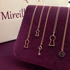 Çıtı pıtı kolyeler... Tasarım @cemilgezer #mireillecollection #pırlanta #altın #pembealtın #kolye #yonca #koleksiyon #anahtar #tasarım #hediye #şık #şans #estetik #moda #trend #trendy #glamour #mücevher #luxury #clover #gold #rosegold #chic #chance #pendant #jewelry #style #key #nişantaşı #istanbul