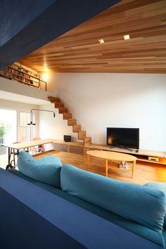 【ゆるWeb内覧会】現在のリビングとダイニング | 箱庭ライブラリ Loft Interior, Green Interior Design, Loft House, House Stairs, Design Loft, House Design, Small Space Living, Small Spaces, Small Home Libraries