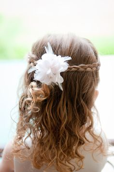 Flower girl hairstyle really cute and perfect!