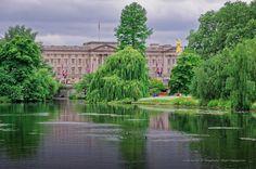 Buckingham palace from St Jame's Park lake. London, UK