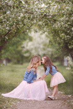 Мама и дочка mon and daughter fluffy skirt pink apple flowers пышные юбки яблони цветения