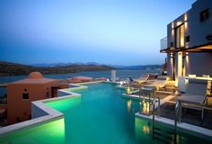 Der bekommt einen Spitzenplatz unter den Cool Pools, oder?  http://www.lastminute.de/reisen/3415-67000-hotel-domes-of-elounda/?lmextid=a1618_180_e30