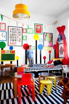 Dosfamily Klara Ripa´s  kidsroom. Photo by jenny brandt. Ikea bed, white walls lots of color. red bow and self adhesive vinyl