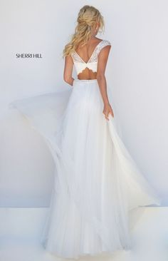 Sherri Hill dresses are designer gowns for television and film stars. Find out why her prom dresses and couture dresses are the choice of young Hollywood. Ivory Prom Dresses, Cute Prom Dresses, Long Prom Gowns, Designer Prom Dresses, Ball Dresses, Nice Dresses, Wedding Dress Suit, Wedding Dresses, Prom Dress Couture
