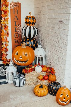 27 Creative Fall Porch Decorating Ideas to Make Yours Unforgettable - The Trending House Creepy Halloween Decorations, Halloween Party Decor, Fall Halloween, Halloween Crafts, Women Halloween, Halloween Costumes, Scary Halloween, Classy Halloween, Halloween Nails
