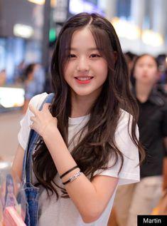 IZone and Wanna One Story in 2020 Ulzzang Korean Girl, Cute Korean Girl, Cute Asian Girls, Cute Girls, Korean Beauty Girls, Asian Beauty, Kpop Girl Groups, Kpop Girls, Japanese Girl Group