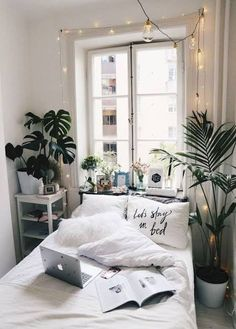 Cozy Bedroom, Trendy Bedroom, Bedroom Apartment, Home Decor Bedroom, Bedroom Ideas, Bedroom Inspo, Bedroom Plants, Ikea Bedroom, Apartment Ideas