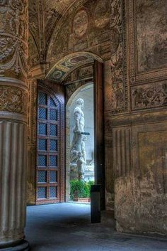 Inside the Palazzo Vecchio in Florence, Italy. Looking out at the copy of Michelangelo's David. (I love Florence) Pisa, Palazzo, Siena Toscana, The Places Youll Go, Places To Visit, Beautiful World, Beautiful Places, Rome Florence, Trieste