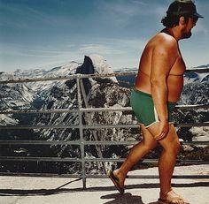 Man at Glacier Point, Yosemite National Park, CA 1980 - Sightseer Series - Roger Minick Martin Parr, Color Photography, Image Photography, Street Photography, Magnum Photos, Yosemite National Park, National Parks, Vacation Humor, Vacation Ideas
