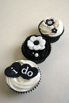 black and white cupcakes ... so pretty and classic.   Wedding Cakes ...