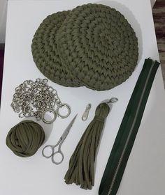 1,170 отметок «Нравится», 22 комментариев — penye ipe dair herşey (@haticenin_cicileri) в Instagram: «Yine bir yeşil makaron çanta. Birleşmek için hazır. Bana göre işin en zor kısmı fermuarı bu sert…»