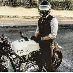 아... 사고 싶다 저 헬멧!!! #r9t #안라#진하서퍼스가든 #나뽕남