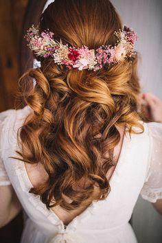 tocado con corona flores Headpiece Wedding, Bridal Headpieces, Bridal Hair, Boho Hairstyles, Wedding Hairstyles, Flower Crown Wedding, Wedding Hair Pieces, Crazy Hair, Wedding Beauty