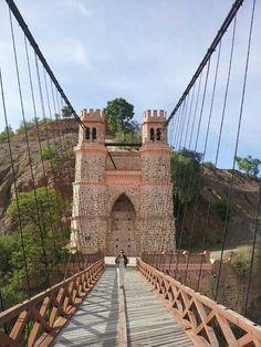 #Sucre #Potosí #Bolivia - Tem bastante coisa bonita em potosí - El puente Sucre sobre el rio Pilcomayo entre Sucre y Potosi en Bolivia