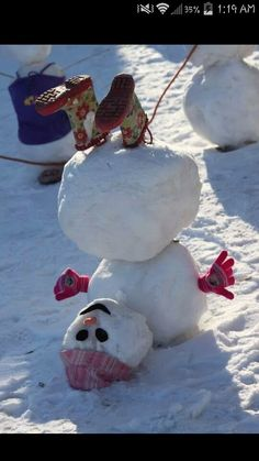 24 Clever Ways to Build a Snowman ein Schneemann steht Kopf The post 24 Clever Ways to Build a Snowman appeared first on Kinder ideen. Noel Christmas, All Things Christmas, Winter Christmas, Hygge Christmas, Christmas Humor, Simple Christmas, Christmas Ideas, Holiday Crafts, Holiday Fun