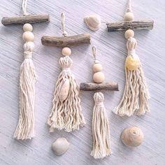 Diy Tassel, Tassels, Crafts To Make, Diy Crafts, Deco Boheme, Beaded Garland, Macrame Patterns, Fabric Jewelry, Craft Sale