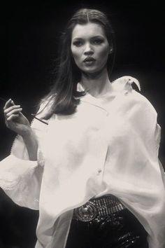 Gianfranco Ferré 1993 - Kate Moss by Guy Marineau Kate Moss, Lauren Hutton, Linda Evangelista, Christy Turlington, Naomi Campbell, Bardot, Moss Fashion, Heroin Chic, Queen Kate