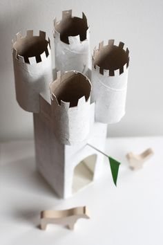 Make a castle using milk cartons and toilet paper rolls UKKONOOA: DIY