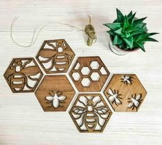 Woodworking Cnc Manchester bee beekeeper gift save the bees Mama bee drink coasters pack / 6 pack - Cnc Manchester bee beekeeper gift save the bees Mama bee drink coasters pack / 6 pack - Cute Coasters, Drink Coasters, Awesome Woodworking Ideas, Woodworking Projects, Woodworking For Kids, Woodworking Beginner, Woodworking Classes, Woodworking Jigs, Woodworking Furniture