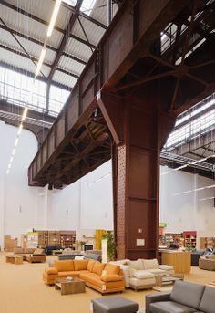 Columna de metal oxidada. Colores Naranja y Gris.  Más inspiración en: http://inspiracion.smapropiedadraiz.com/  #Interiores #Decoracion #Interior #Columnas