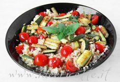 Presentazione cous cous con tonno zucchine e pomodorini