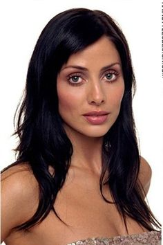 Natalie Imbruglia looks chic and classy with this long, straight hairstyle. Her hair falls long past the shoulders and this look is formal and stylish.Natalie's haircut is long and this is a healthy cut.Her hair colour is black.