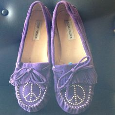 Steve Madden Moccasins New Listing⬇️5/9⬇️ Super Cute On Trend Purple Peace Sign Steve Madden indoor/ outdoor Moccasins. In wonderful used condition, worn 2 times! Steve Madden Shoes Moccasins