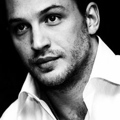 Breathtakingly gorgeous Tom Hardy! LOVE HIM