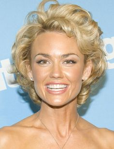 Kelly Carlson --gorgeous... and love love this hairstyle!