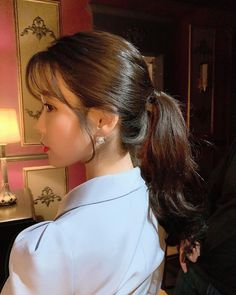 Image may contain: one or more people, closeup and indoor Iu Twitter, Korean Girl, Asian Girl, Iu Fashion, Korean Actresses, Ulzzang Girl, Cute Hairstyles, Iu Hairstyle, Kpop Girls