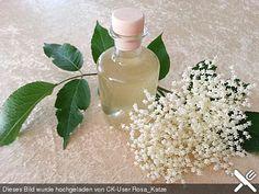 Erfrischender Holunderblütenlikör