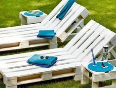 ᐅ Gartenmöbel aus Paletten ᐅ Palettenmöbel Garten Garden chairs made of europallets-white painted in Pallet Crafts, Diy Pallet Projects, Outdoor Projects, Pallet Ideas, Outdoor Ideas, Making Pallet Furniture, Pallet Garden Furniture, Building Furniture, Garden Table