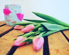 DIY Teelichtglas: Ganz einfach mit der Serviettentechnik gestalten l Der Frühling kann kommen l Deko basteln l Die Anleitung findet ihr auf unserem Blog