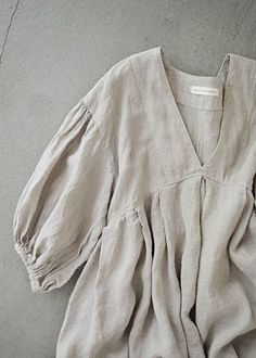 this body, shirt length but a different sleeve. see separate picture. Fashion Sewing, Diy Fashion, Ideias Fashion, Womens Fashion, Linen Dress Pattern, Linen Tunic, Hijab Fashion, Fashion Outfits, Gothic Fashion