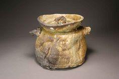 Shigaraki, anagama, ten-day anagama wood firing, with natural ash deposits Iga lidded water jar. igamizu-07