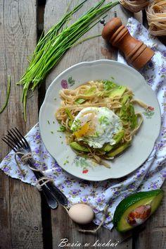 Basia w kuchni: Makaron razowy z avocado, jajkiem, szczypiorkiem -...