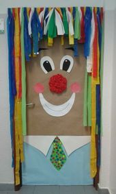 Bilderesultater for kunst mit kindern grundschule clowns Mascara is often a cosmetic commonly famili Clown Crafts, Carnival Crafts, Carnival Decorations, Ladybug Crafts, Circus Birthday, Circus Theme, Theme Carnaval, Clown Images, Christmas Classroom Door