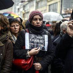 Una manifestazione a sostegno di #CharlieHebdo a Istanbul