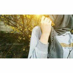 Cute Muslim Couples, Muslim Girls, Hijabi Girl, Girl Hijab, Beautiful Girl Drawing, How To Wear Hijab, Hijab Dpz, Modele Hijab, Hijab Fashionista