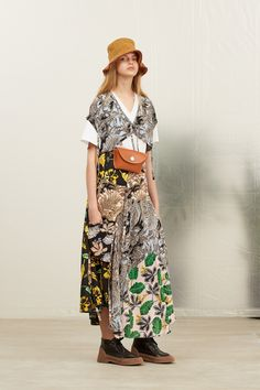Phillip Lim Resort 2019 Fashion Show Collection: See the complete Phillip Lim Resort 2019 collection. Look 11 Catwalk Collection, Fashion Show Collection, Fashion Images, Fashion News, Couture Fashion, Runway Fashion, Fashion Edgy, Fashion Top, Female Fashion