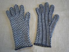 Ravelry: Herringbone Gloves ヘリンボーンの手袋 pattern by Tata & Tatao
