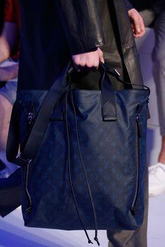 Louis Vuitton Spring 2016 Menswear Fashion Show Details Fashion Bags, Fashion Show, Mens Fashion, Vuitton Bag, Louis Vuitton Handbags, Vogue Paris, Kinds Of Clothes, Luxury Bags, Swagg