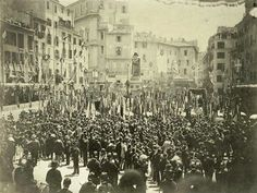 9 giugno 1889, inaugurazione del monumento bronzeo a Giordano Bruno. :) Campo dei Fiori Paris Skyline, New York Skyline, Dolores Park, Street View, History, Photography, Travel, Rome Italy, Antique Photos