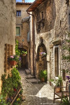 Beautiful Streets, Beautiful Places To Visit, Beautiful World, Great Places, Places To Go, Street House, Old World Charm, Old Buildings, Adventure Is Out There