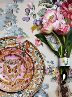 Vintage tablecloth, serviette ring, flowers and plates. Love to know the designer and brand name of the plates, they are so beautifully detailed. JH