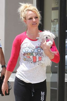 Britney Spears takes her puppy Hannah on a shopping trip to a Sports Authority