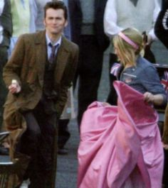 Doctor and Rose dance a little (click through for more cute pics) they're literally perfect.