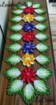 Crochet And Patterns: Flower centerpiece pattern Crochet Lace Scarf, Crochet Leaves, Crochet Motif, Crochet Doilies, Crochet Flower Tutorial, Crochet Flower Patterns, Doily Patterns, Crochet Flowers, Crochet Table Runner