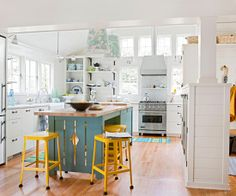 I love a pop of yellow in a kitchen! Bright and cheerful.