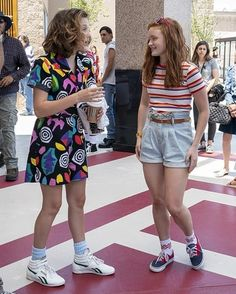 Stranger Things Netflix, Stranger Things Aesthetic, Stranger Things Season 3, Stranger Things Clothing, Cast Stranger Things, Mode Outfits, Retro Outfits, Hippie Outfits, Mode Vintage